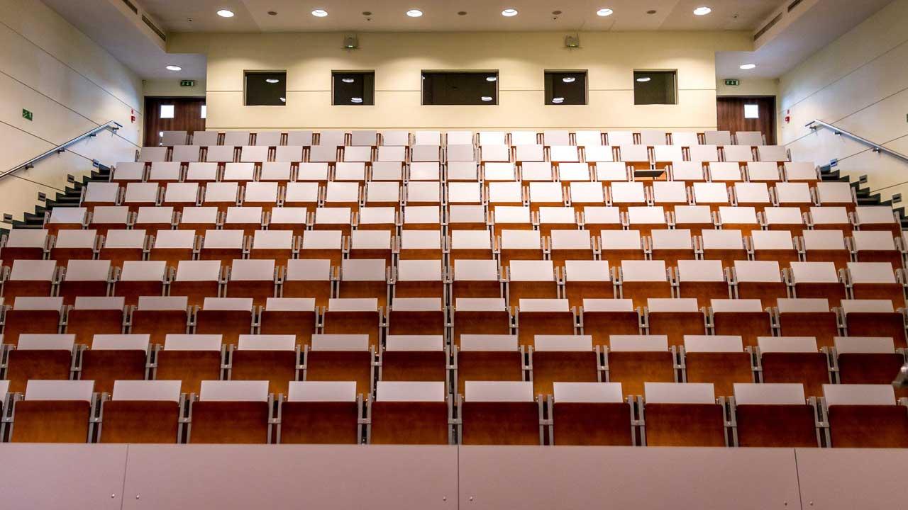 Vorlesungen können auch im Hörsaal gefilmt werden. Empfehlenswert ist das allerdings nicht.