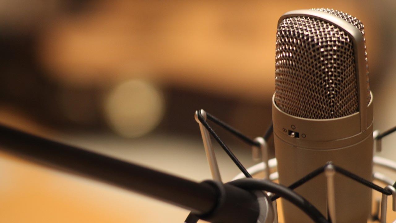 Vertonung auf der Sprecherebene steht für Informationen.