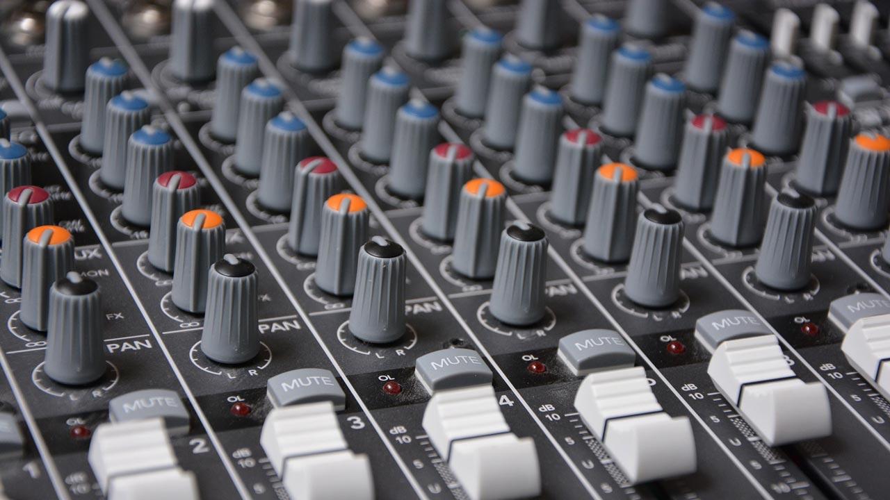 Wenn jeder Soundschnipsel zusammengefügt wird, dann sprechen wir von Vertonung.
