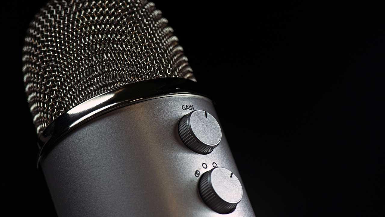 An der Unterseite des Mikrofons ist zu sehen, dass sich die Richtcharakteristik umstellen lässt.
