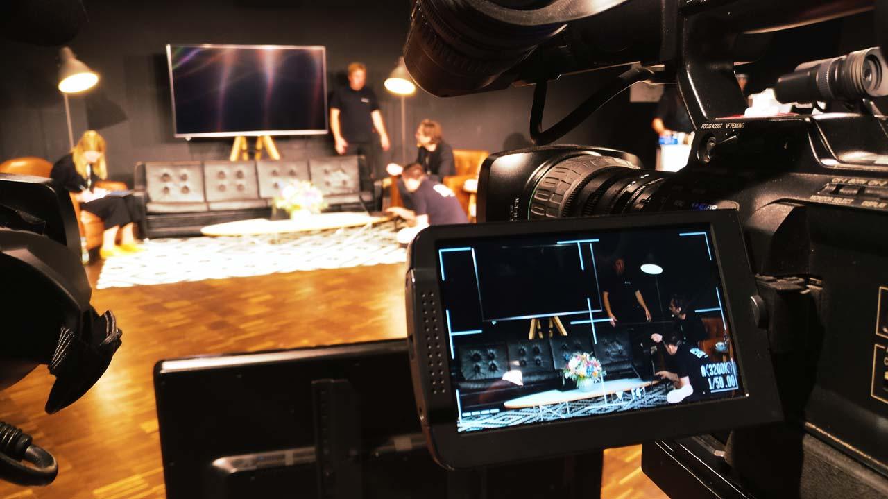 Um eine Konferenz streamen zu können, muss natürlich im Vorfeld jede Menge Technik eingerichtet werden. Wie hier die Kamera.