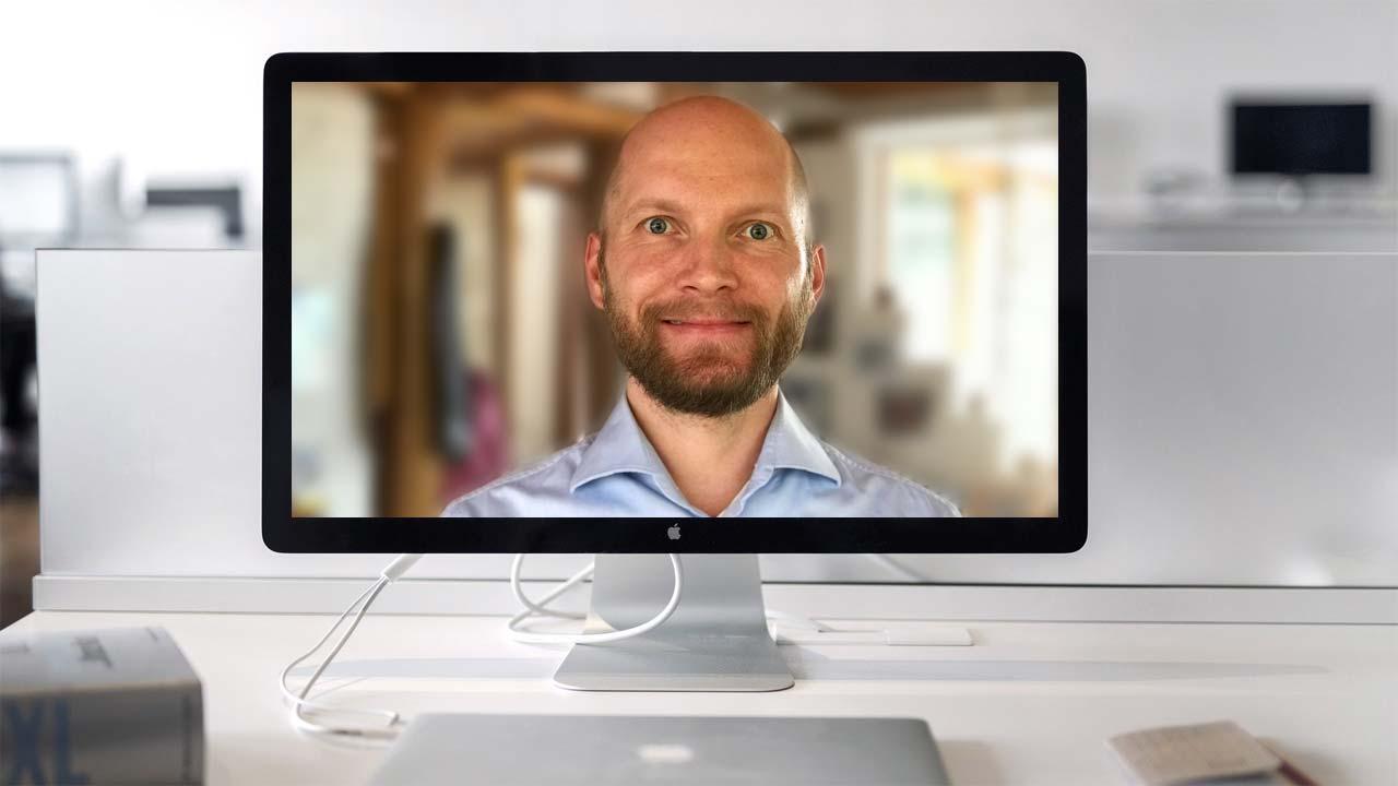Auf Augenhöhe sollte die Kamera sein. Dann ist sie optimal für den Live Webcast ausgerichtet.