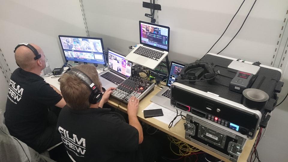 So sieht es Backstage beim Livestream aus.