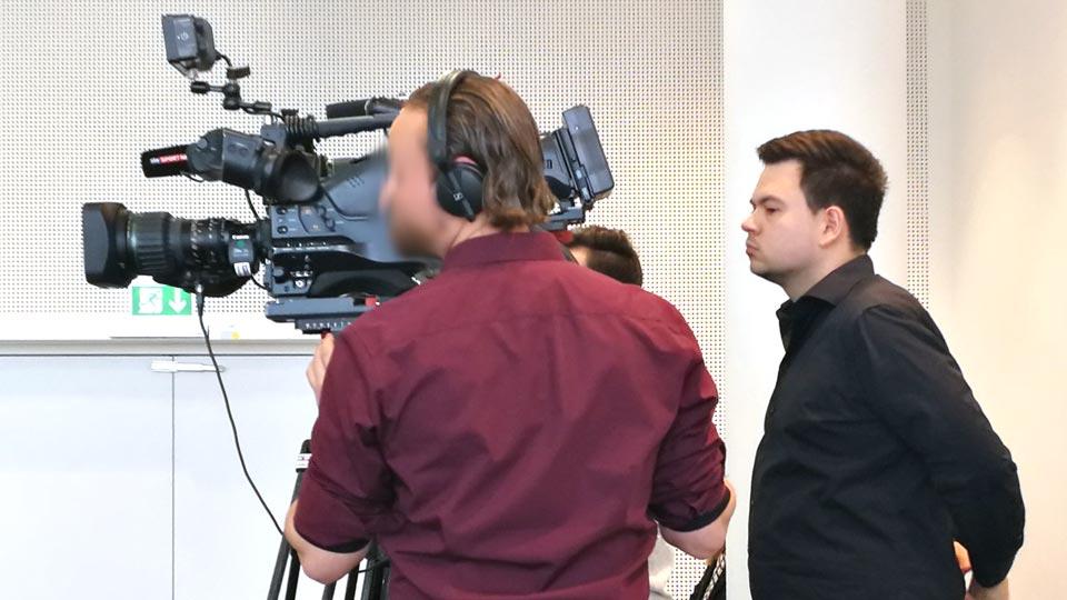 Insgesamt sorgten zwei Pioniere für einen erfolgreichen Ablauf des Livestreams der Pressekonferenz für die European Leagues. Darunter Philip Andreas hinter der Kamera, sowie Daniel Klahr in der Regie.