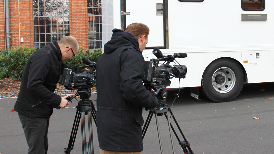 Filmteam mieten in Mannheim? Bei uns sind Sie richtig. Hier zu sehen sind die beiden Pioniere Daniel und Ralf bei Wind und Wetter.