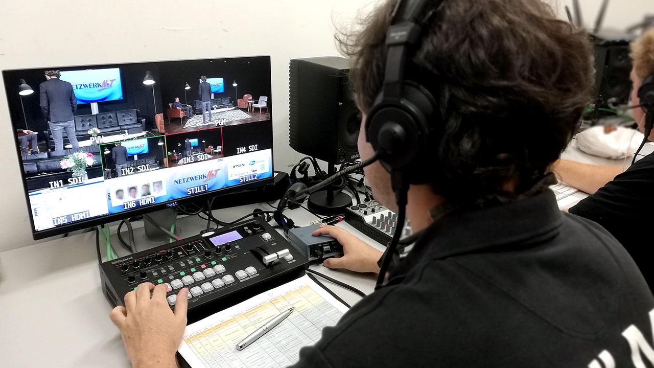 Am Bildmischpult – Pionier Sebastian, der uns als Livestream Unternehmen schon seit vielen Jahren unterstützt.