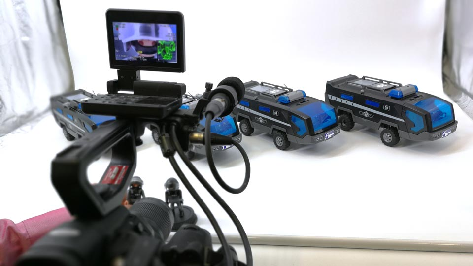 In unserem Studio standen 4 SEK Fahrzeuge von Playmobil für den Produktfilm als Comic bereit.