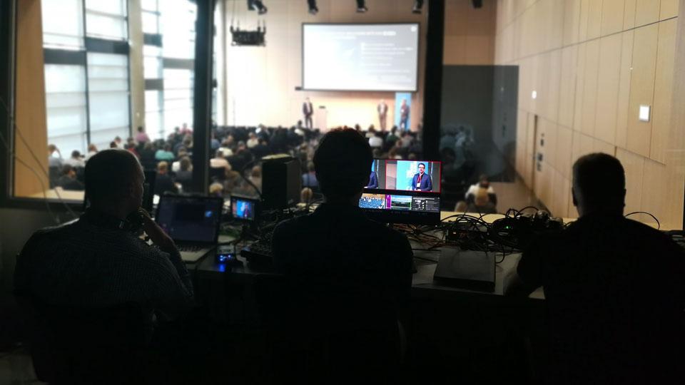 Der Livestream in Bonn wurde in jedem einzelnen Raum durch 3 Pioniere betreut.