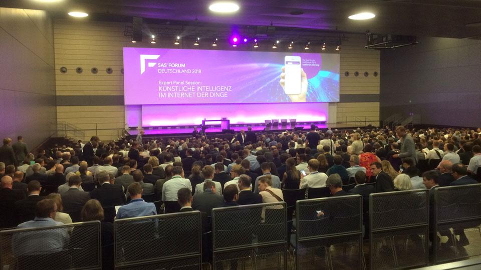 Der Livestream aus Bonn wurde von mehr als 1.000 Zuschauern verfolgt. Der Clou: Der Stream war nur eingeladenen Zuschauern zugänglich.