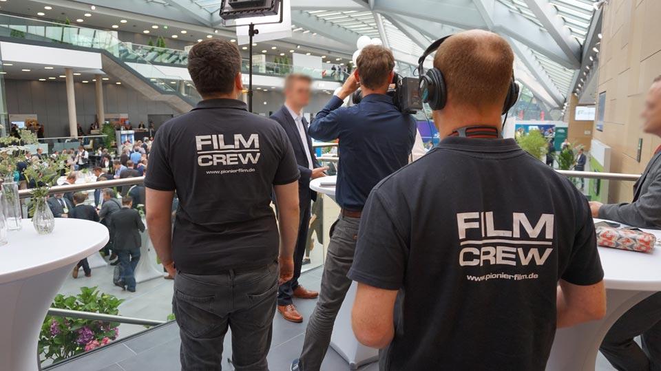 Interviewaufzeichnung während des Streams.