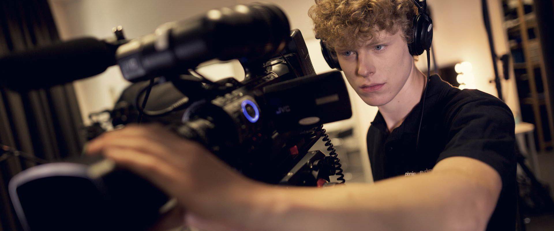 Wir verfügen über jede Menge Kameratechnik, so dass wir parallel Kamerateams losschicken können.