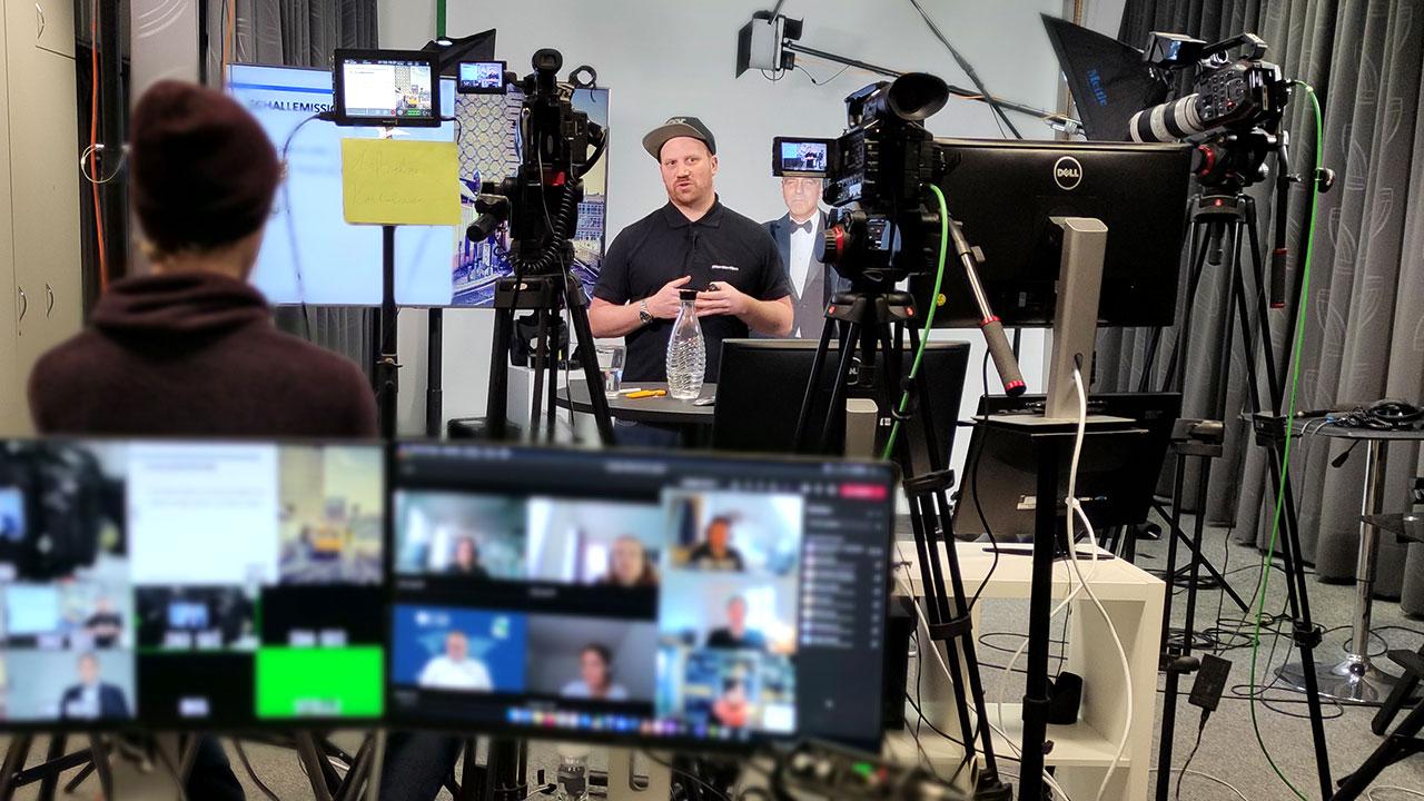 Pionier Daniel brauchte den Teilnehmern viel Wissen bei über die Grundlagen der Videoproduktion.