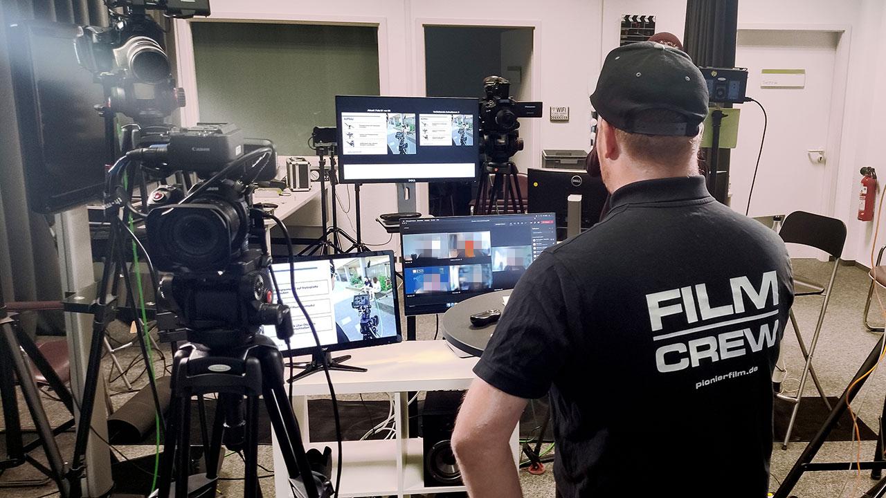 Für die Videoschulung bauten wir jede Menge Technik in unserem Studio auf.