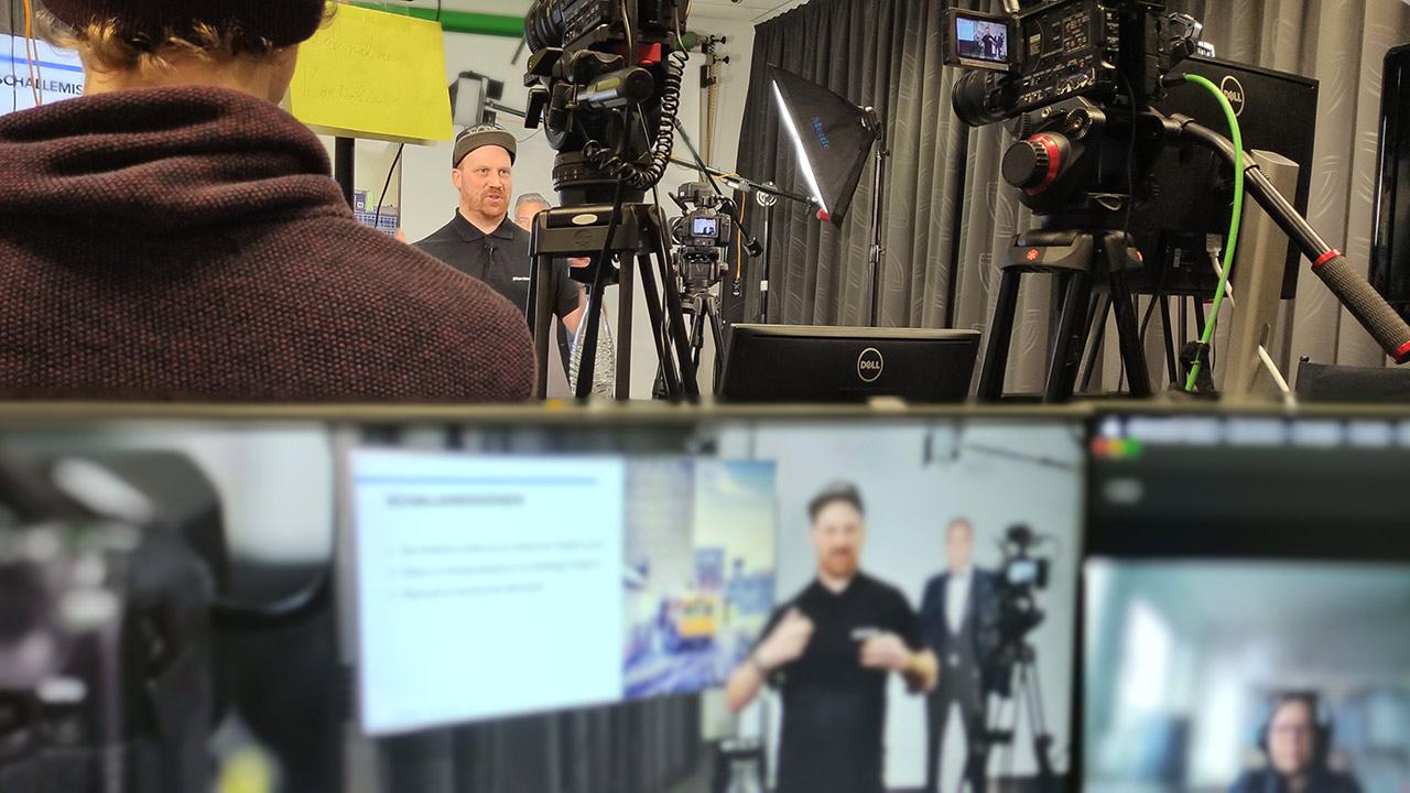 Mit dem Wissen aus der Videoschulung filmt die ESB nun selbstständig Interviews.