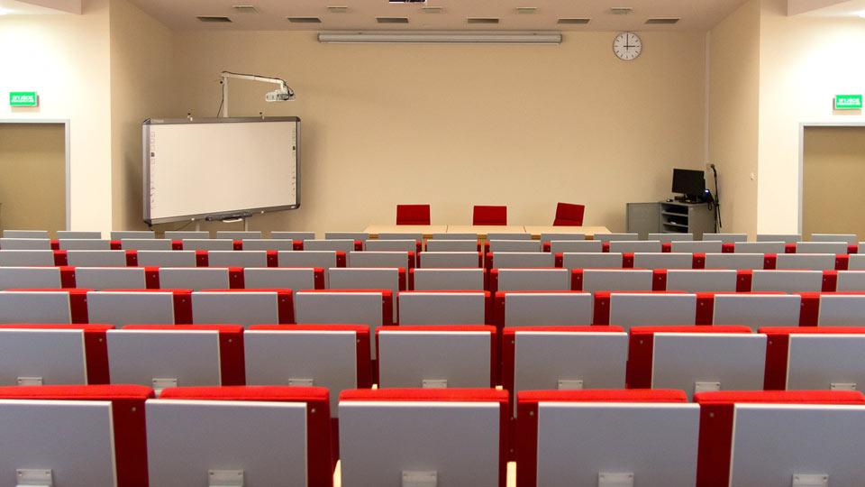 Wir können in jedem Raum, jedem Hörsaal und aus jeder Situation heraus live streamen. Wichtig ist ausschließlich eine Internetleitung.