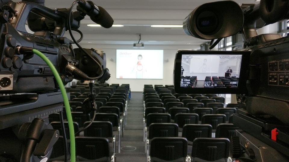 Vor Ort waren zwei Kameras im Einsatz. Als professioneller Livestream Produzent verfügen wir hausintern über insgesamt neun Kameras.