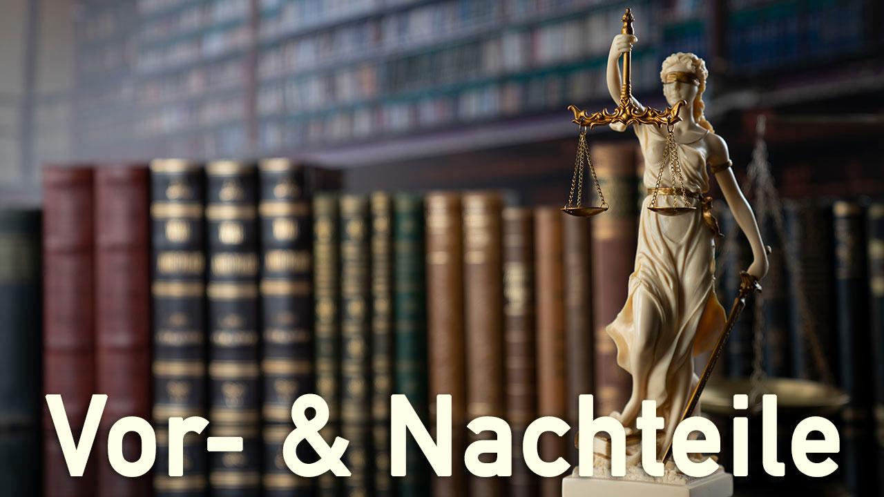 Legt man Vor- und Nachteile von Podcasts für Anwälte auf eine Waage, sind die Vorteile wesentlich schwerer.
