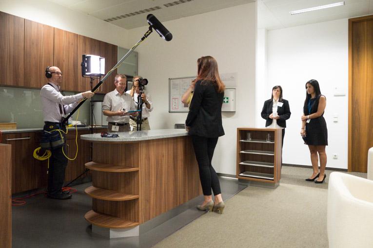 Doch auch die zahlreichen Büroräume boten gute Locations für die Dreharbeiten.