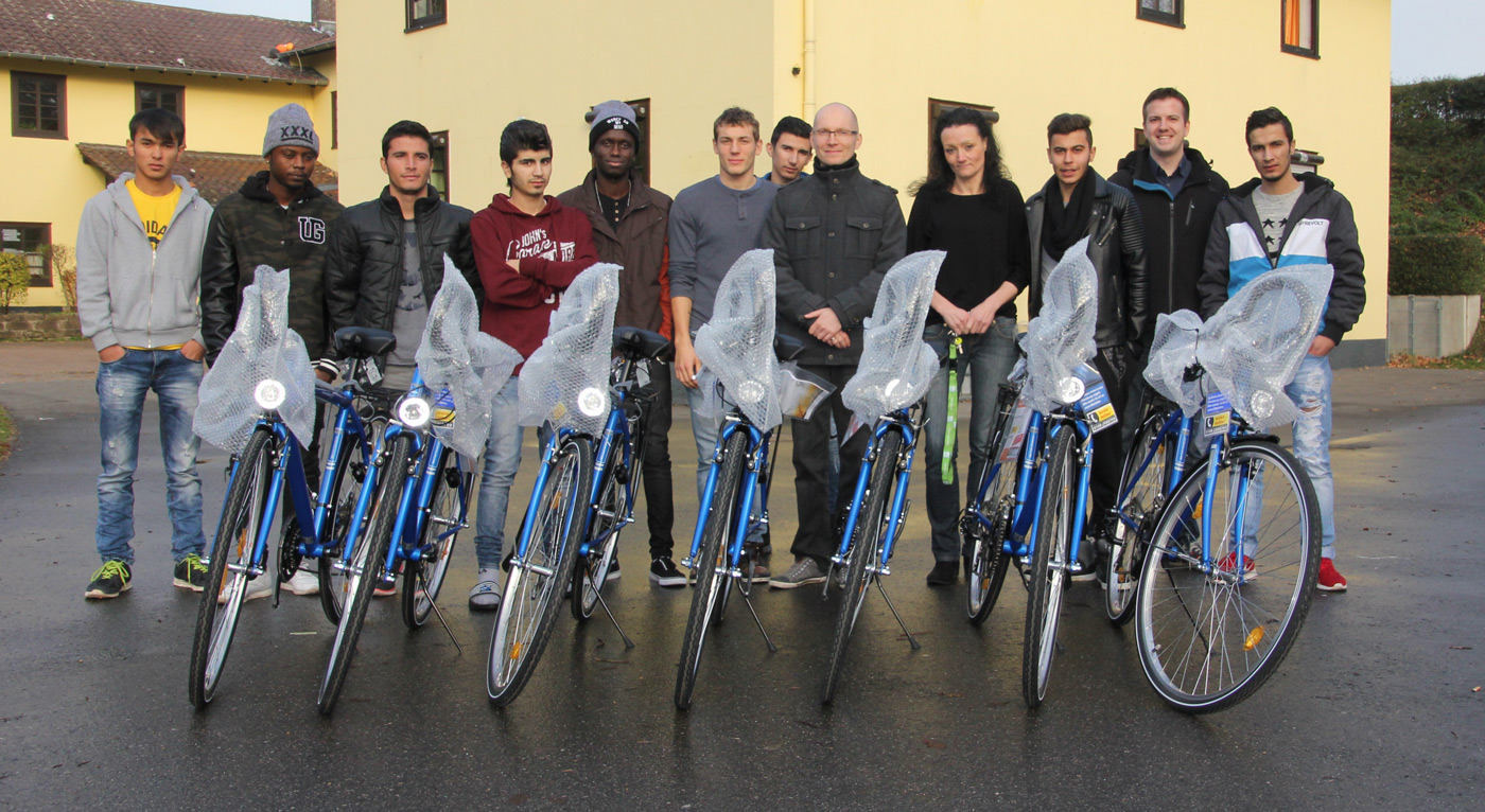 Wir spendeten Fahrräder, Kickertische und Dartsscheiben an Kinder- und Jugendheime in Mannheim und Ladenburg.